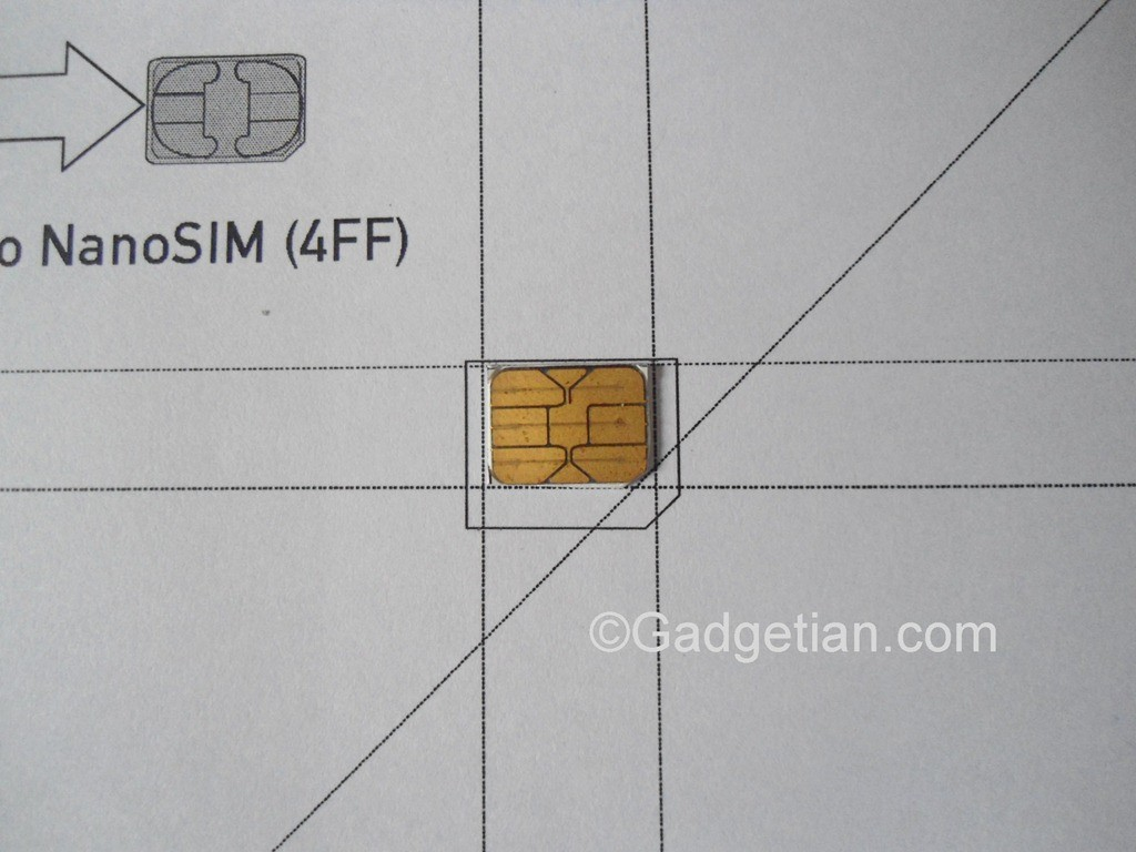 how to put sim card into iphone se